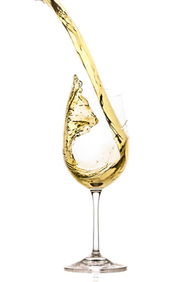 Image of a wine glass in which white wine is poured.